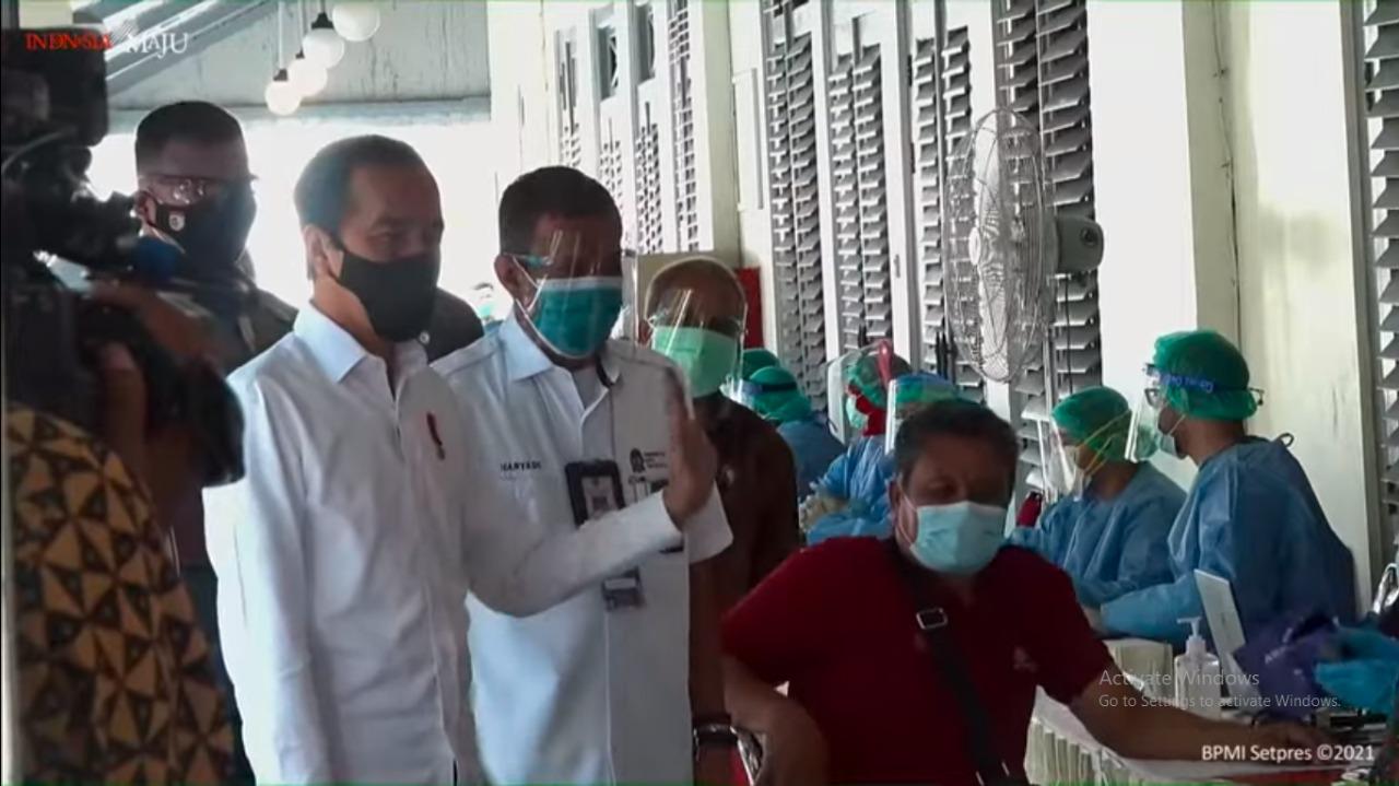 Presiden Tinjau Vaksinasi Massal COVID-19 di Yogyakarta