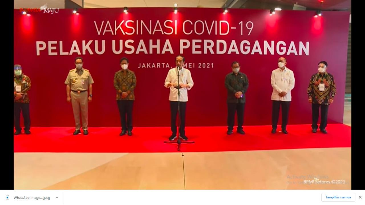 Presiden Meninjau Vaksinasi Pelaku Usaha di Kawasan Pusat Perbelanjaan Jakarta